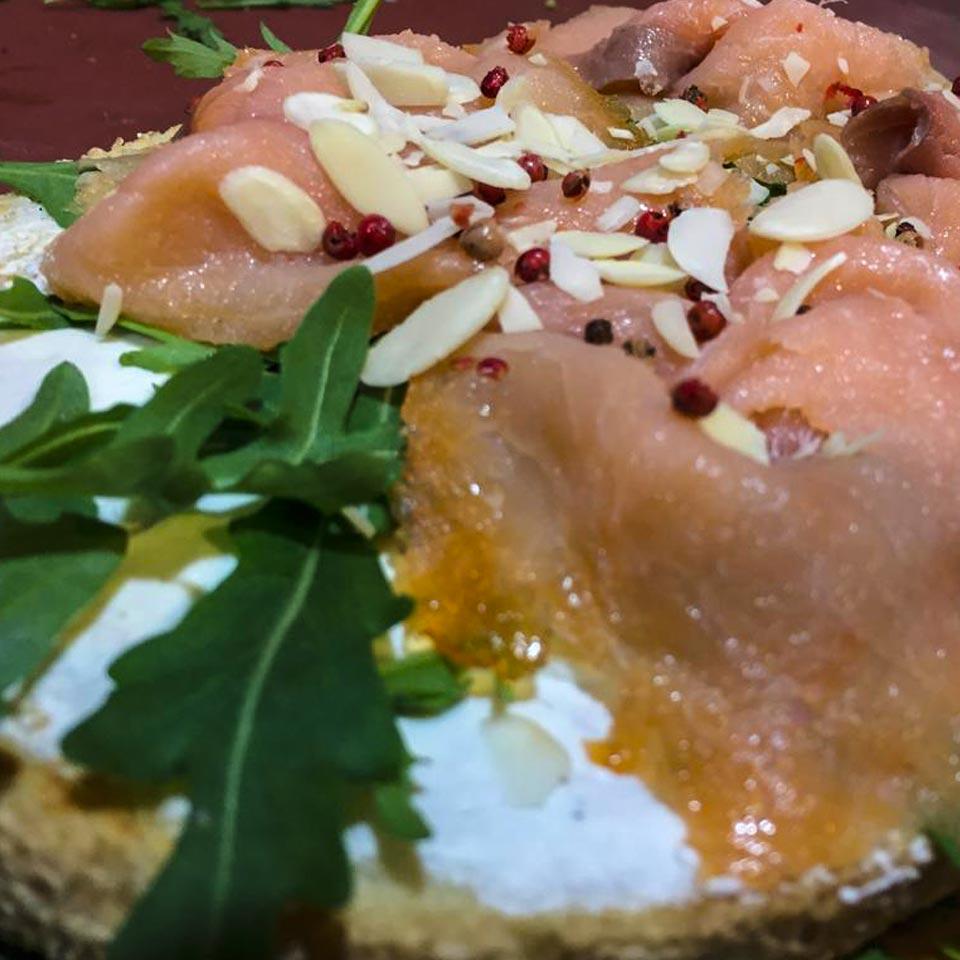 bruschettone al salmone