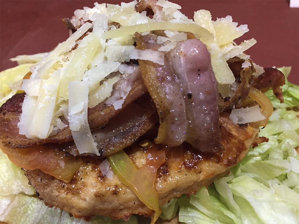 hamburger con bacon e formaggio